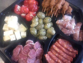 Antipasti schaal. Besteld bij Catering Service Twente.