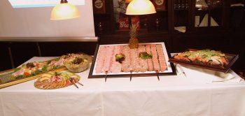 Buffet opbouw salades en koud buffet. Besteld bij Catering Service Twente.