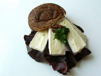 Lunchpakket met zacht bolletje met brie. Besteld bij Catering Service Twente.