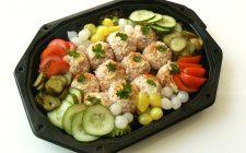 Rundvleessalade met verse groente. Besteld bij Catering Service Twente.