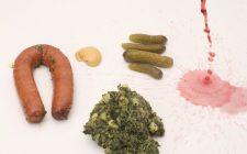Stamppot boerenkool met worst en augurk. Besteld bij Catering Service Twente.