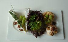 plateau met diverse soorten kaas. Besteld bij Catering Service Twente.