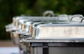 Dichte au bain-marie bakken, buiten opgesteld. Besteld bij Catering Service Twente.