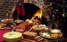 Kerstdiner opgesteld bij openhaard. Besteld bij Catering Service Twente.